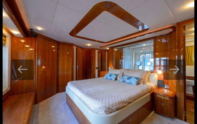 Discover Aventura surroundings on this Ferretti Ferretti boat