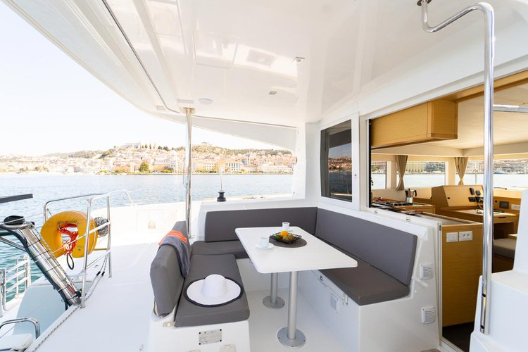 Discover Šibenik region surroundings on this Lagoon 40 MotorYacht Lagoon-Bénéteau boat