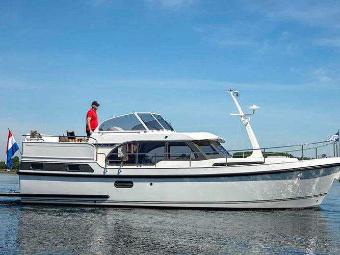 Beautiful Linssen Linssen 35 SL ideal for cruising and fun in the sun!