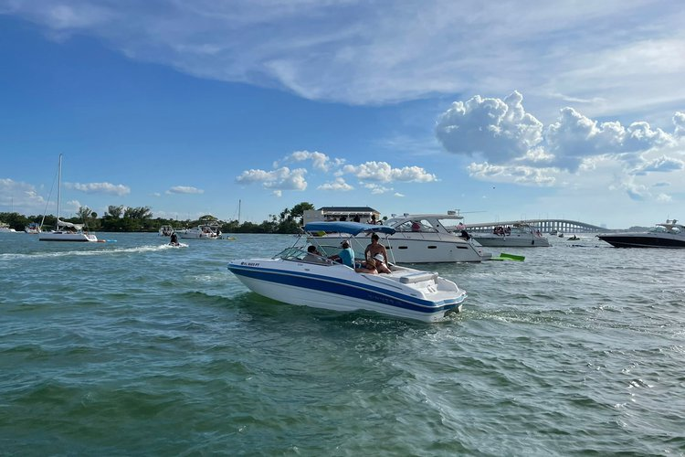 Discover Miami Beach surroundings on this CAPTIVA RINKER boat