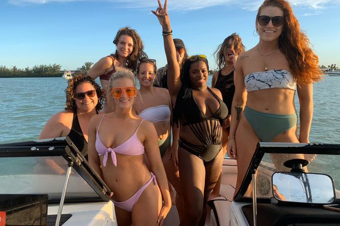 Discover Miami surroundings on this Rinker Rinker boat