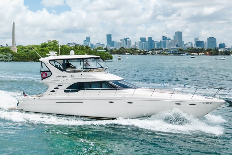 This modern yacht will provide you with an unforgettable experience around Miami Bay