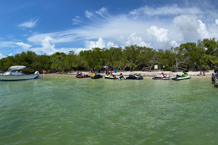 Discover Miami surroundings on this SX240 YAMAHA boat