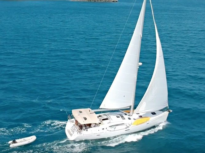 Sail the beautiful waters of Koh Samui on this cozy Beneteau Oceanis 54