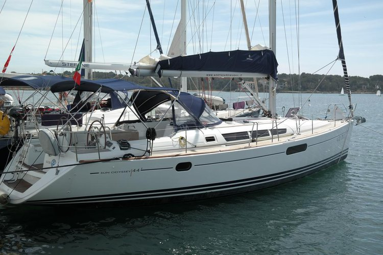 Discover Balearic Islands surroundings on this Sun Odyssey 44i Jeanneau boat
