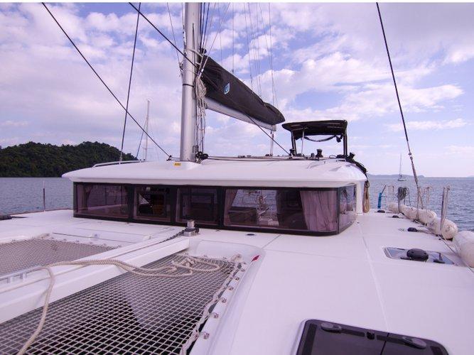 Explore Koh Samui on this beautiful sailboat for rent