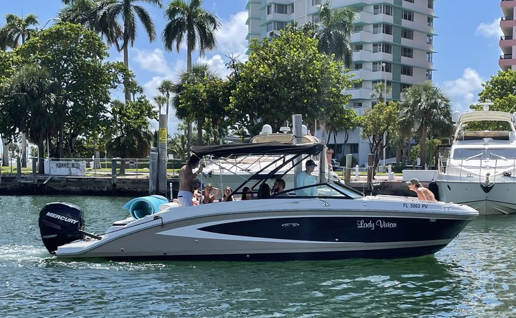 Sea Ray's 28.0 feet in Miami Beach