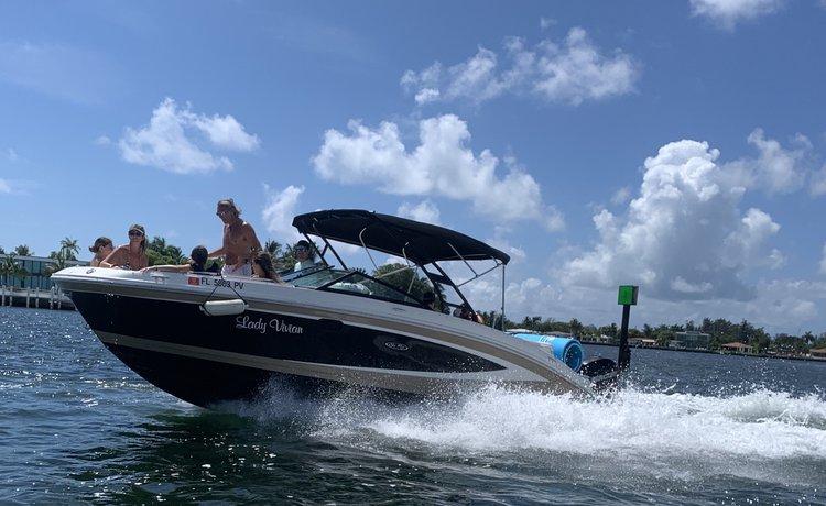 This 28.0' Sea Ray cand take up to 9 passengers around Miami Beach