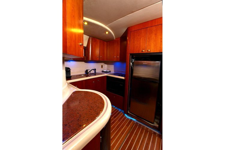 Discover Miami Beach surroundings on this 45 'sunseeker CRUSIERS 45  EXPRESS boat