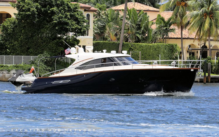 This 45.0' AUSTIN PARKER cand take up to 10 passengers around Hallandale