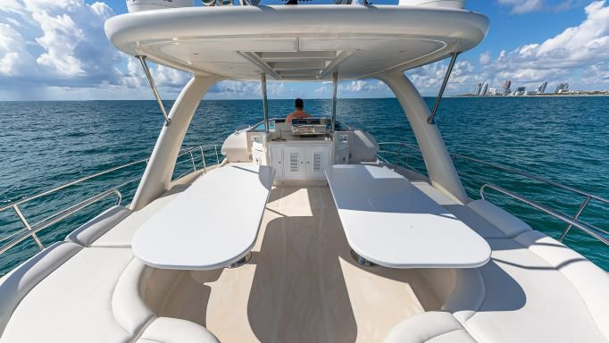 Discover Miami Beach surroundings on this Rodriguez Rodriguez boat