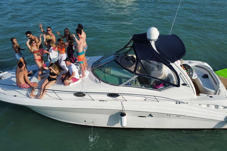 """SPECTACULAR  40""""  SEA RAY 1 FREE HOUR FROM MONDAY TO FRIDAY"""