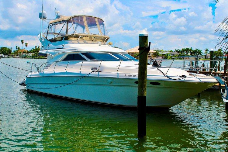 ** Miami Cruise - 45 Ft Luxury Cruiser Yacht **
