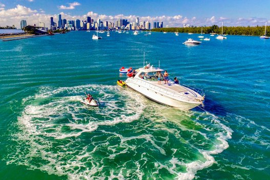 Rent a Luxury Yachting Experience! 58' SeaRay (6)