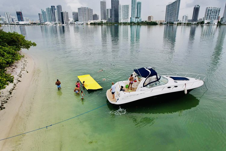 AMAZING SEA RAY 40' YOU WILL HAVE A GREAT  TIME WITH   US  TO FRIDAY ONE HOUR FREE