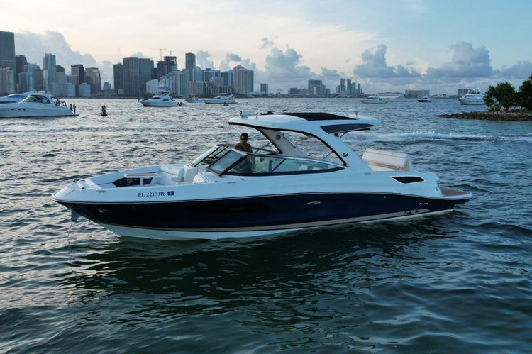 Up to 11 persons can enjoy a ride on this Performance boat