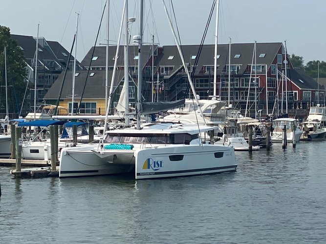 Beautiful Fountaine Pajot Astréa 42 ideal for sailing and fun in the sun!