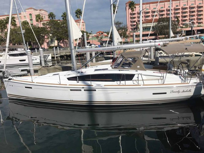 This sailboat charter is perfect to enjoy St. Petersburg