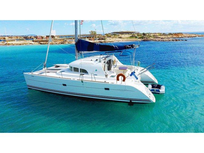 Enjoy Palma de Mallorca, ES to the fullest on our comfortable Lagoon Lagoon 380