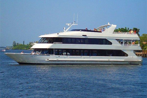 Wine & dine onboard 105' luxurious motor yacht