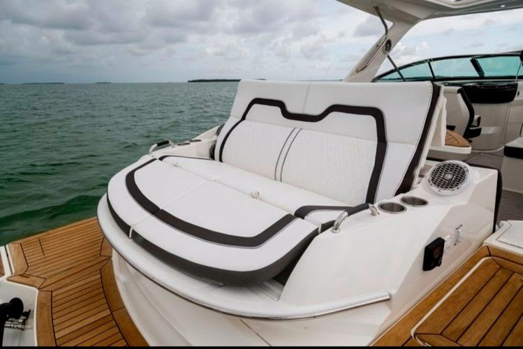 Performance boat for rent in Miami