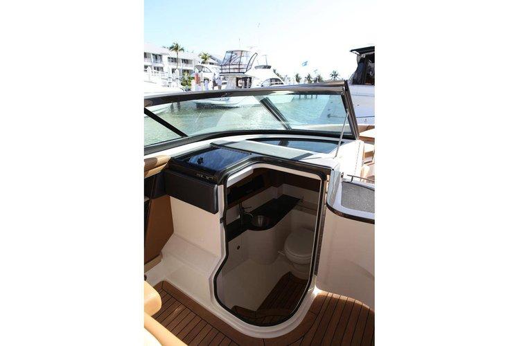 Discover Miami surroundings on this SEARAY SLX SEARAY SLX boat