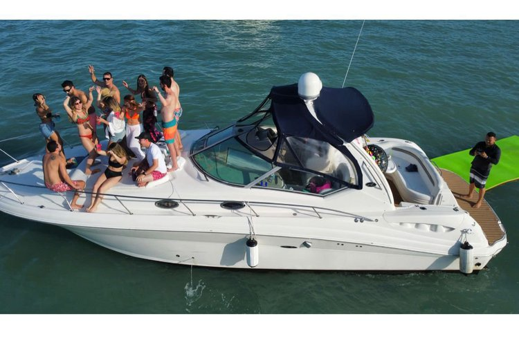 Up to 13 persons can enjoy a ride on this Sea Ray boat