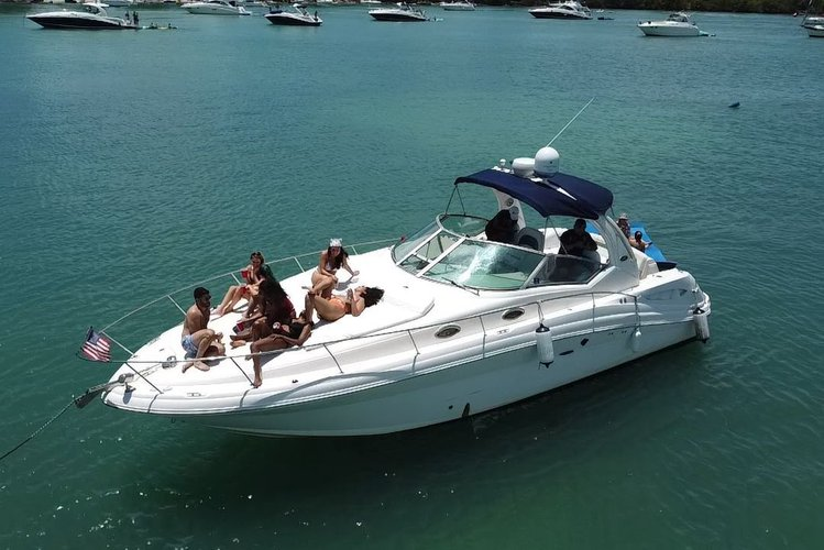 40' Sea Ray beautiful and incredible boat in Miami, Florida! 1 hour free from Monday to Friday!