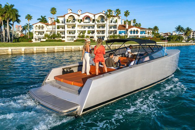 LUXURY YACHT CHARTER - FUEL AND CAPTAIN INCLUDED