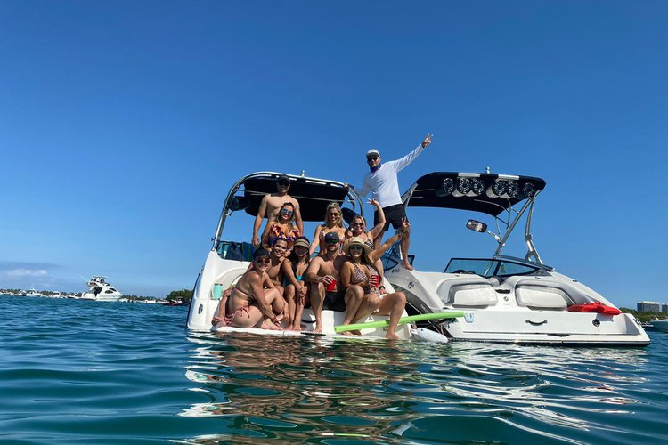 Discover Miami surroundings on this SS212 YAMAHA boat