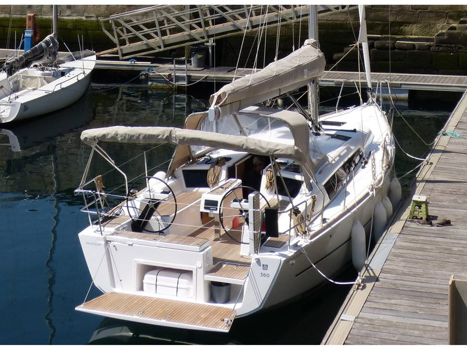 Jump aboard this beautiful Dufour Yachts Dufour 360