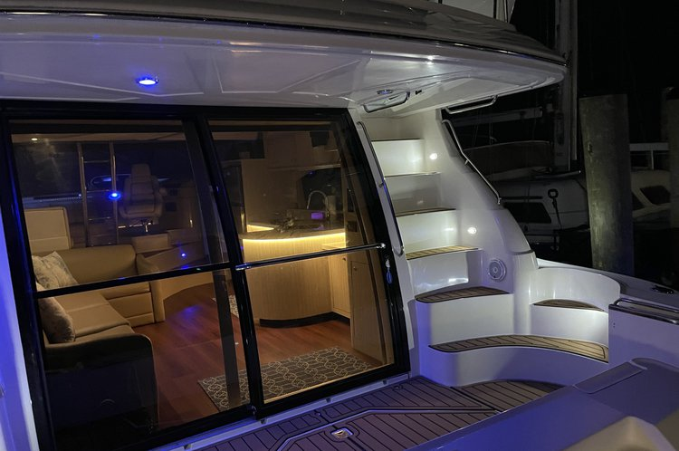 YACHT LIFE IN MIAMI WITH LUXURY AND COMFORT!
